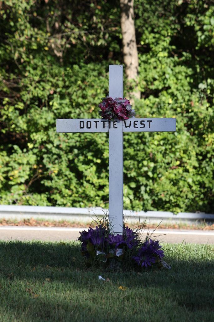 Site Of Dottie West S Fatal Car Accident This Cross