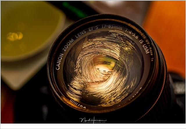 Vaseline of gel kan gebruikt worden om een softfocus foto te maken. Je kunt cirkels maken, of strepen, of.... laat je fantasie de vrije loop.