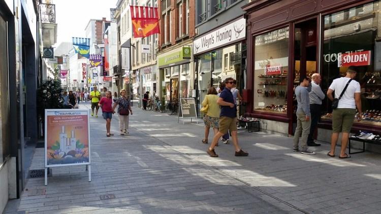 Winkelen in de Bruul een gezellige winkelstraat te Mechelen