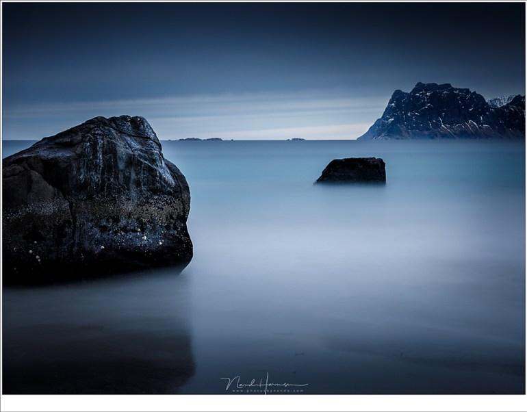 Een bijna abstracte weergave van het fjord waar het strand van Myland op uitkijkt. (70mm | ISO100 | f/16 | t=120sec met 10 stops ND)