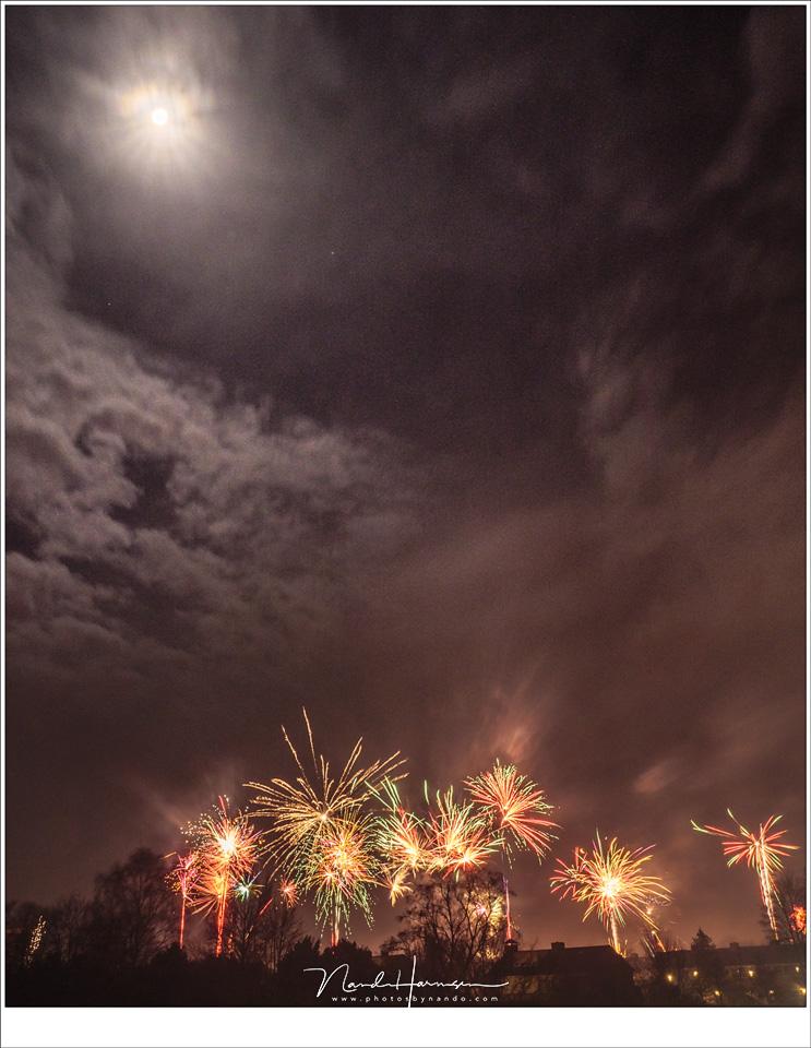 vuurwerk met de volle maan