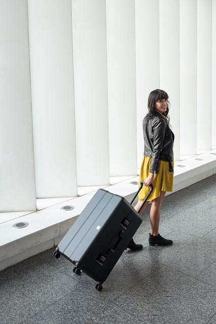 最頂級的行李箱獻給愛旅行的你。法國 OUMOS 旅行箱 Container Double Black 29吋,超輕量5KG採用全世界最頂級的材料 ...