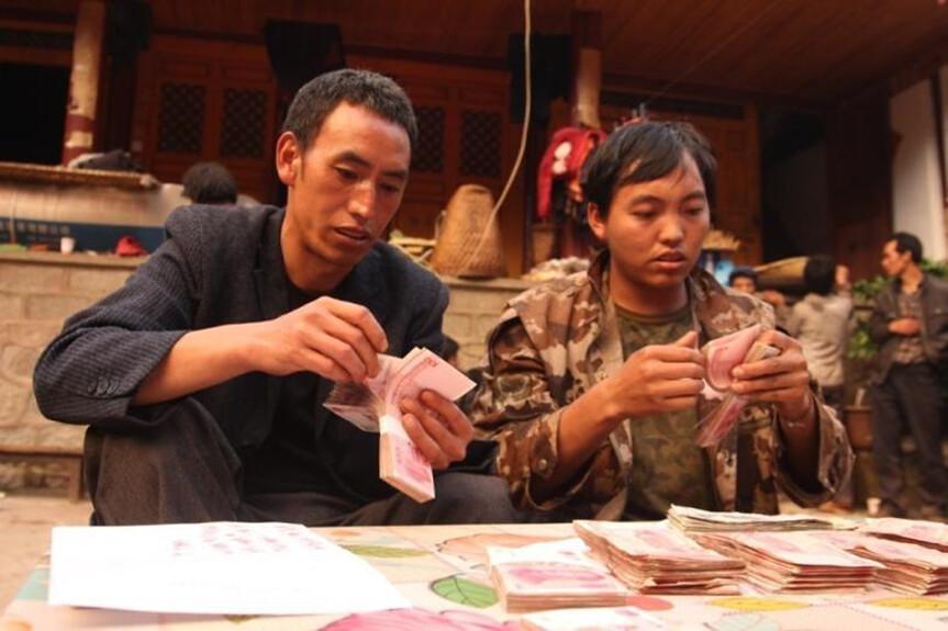 內生式發展之「自我監督」,建立社區互助金融(村寨銀行),綑綁式促進村民建立自然保護地,實現制度性管護