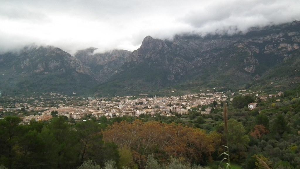 vista de Soller desde tren de Soller Mallorca 01