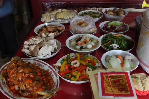 除夕拜歷代祖先及地基主-十二道菜 | 瞧瞧桌上這十二道菜就知道臺灣的家庭主婦過年期間有多辛苦了,也不知 ...