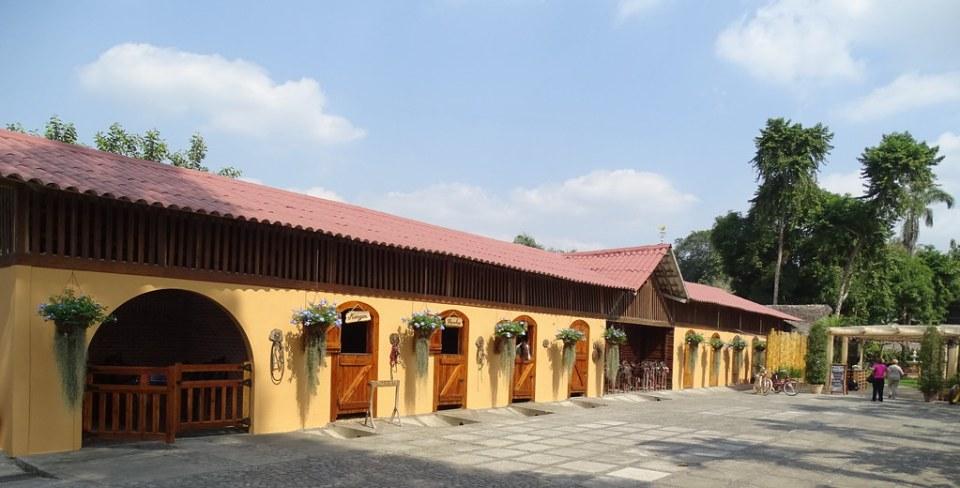 Establo Hacienda La Danesa Naranjito Ecuador 01