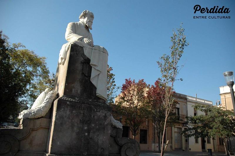 Plaza Joan Güell y estatua