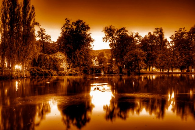 Robert Emmerich - 10 Sepia Sea in the city garden with a bridge in Meiningen - Germany