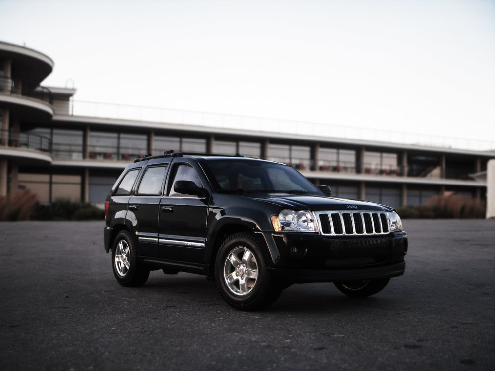 medium resolution of  2005 jeep grand cherokee 5 7 wk 1 18 diecast by maisto by
