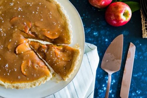 sweet caramel, tart apples, toasty crust