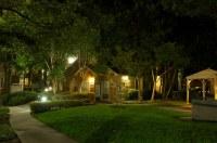 Apartment garden at night | Dave Rahardja | Flickr