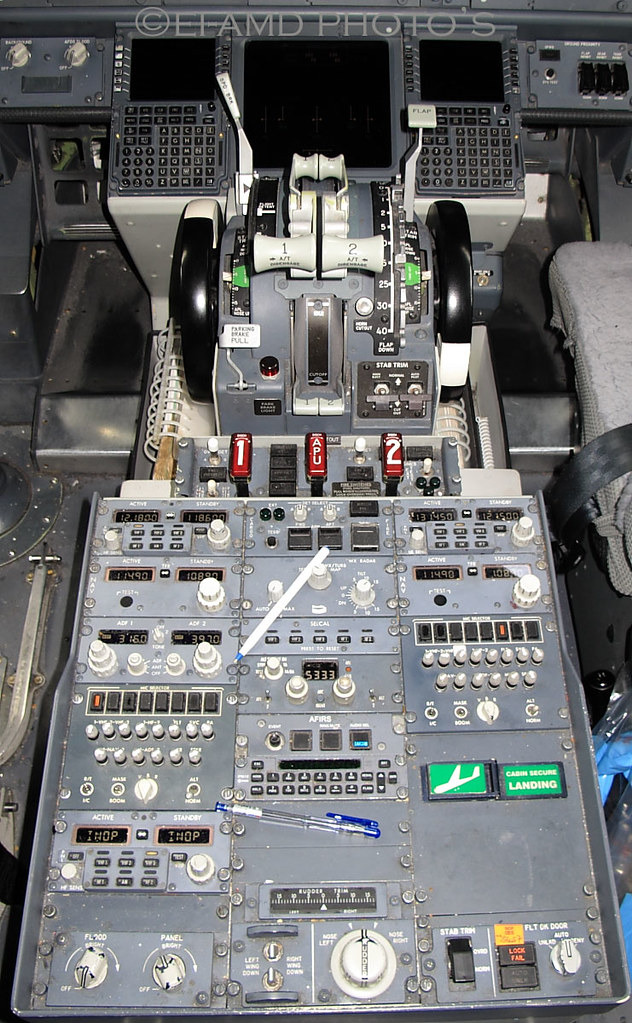 Boeing 737NG cockpit center console  A view of the center