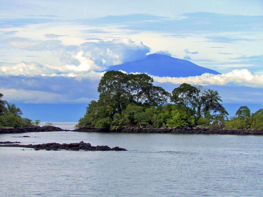 3d Wallpaper With White Background Islote Horacio And Mount Cameroon Mainland Africa