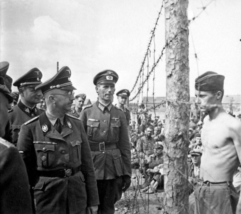 Heinrich Himmler inspeccionando un campo de concentración (Polonia ...