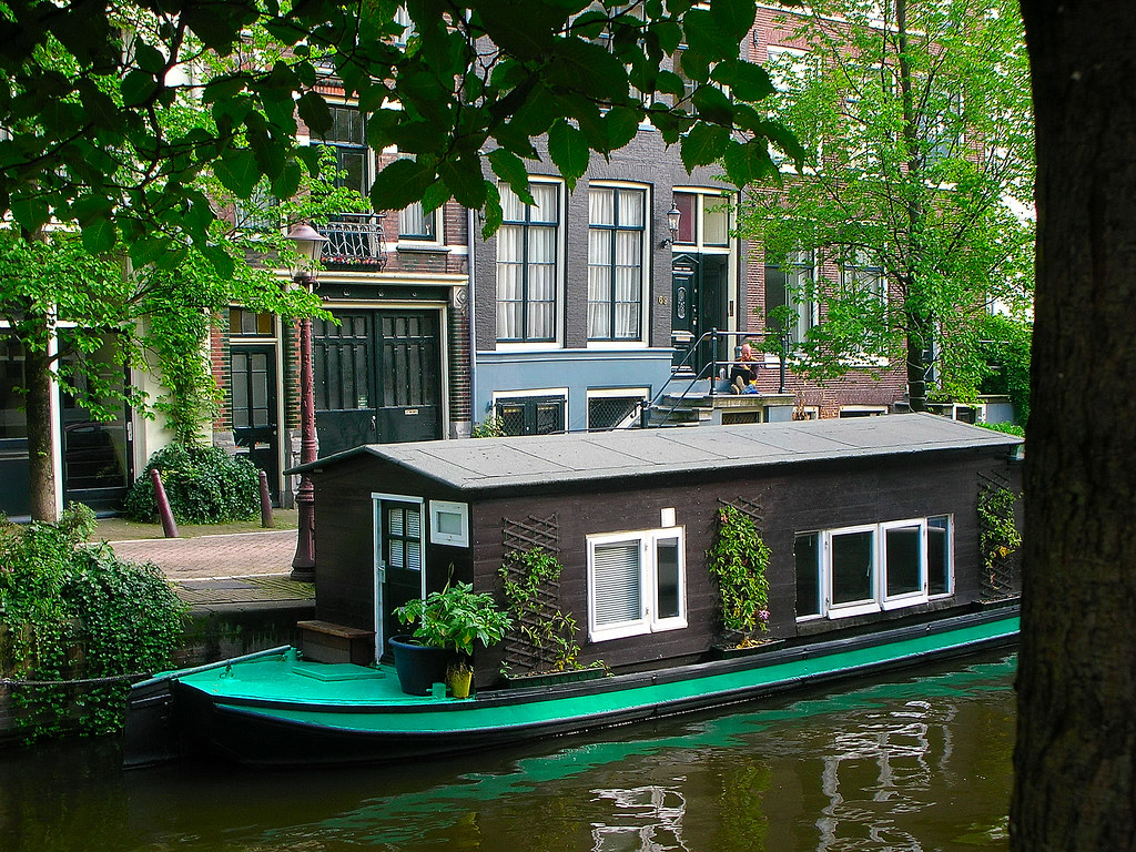 casa barco en el canal Amsterdam  pilarmnebot  Flickr