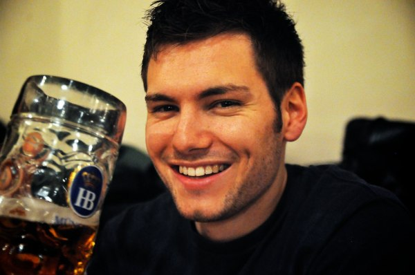 Handsome dude with a beer Contact Lasse for a model