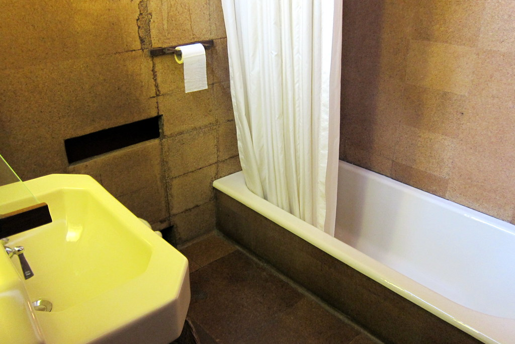 PA  Mill Run Fallingwater  Guest Bathroom  The