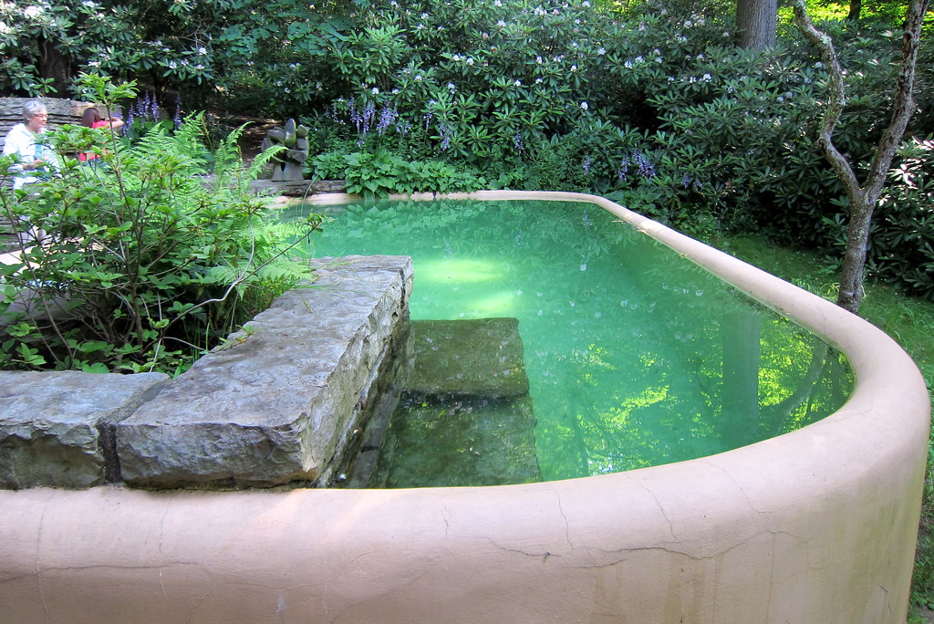 PA  Mill Run Fallingwater Guest House Pool  The