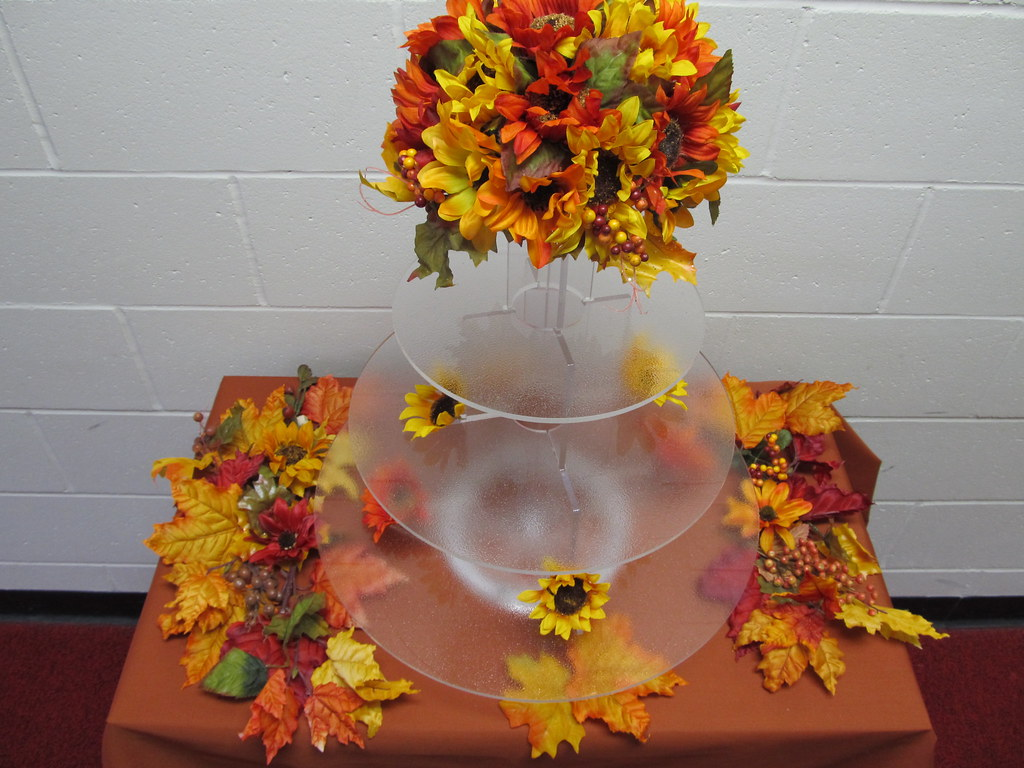 Fall Wedding Cupcake Decorating Idea