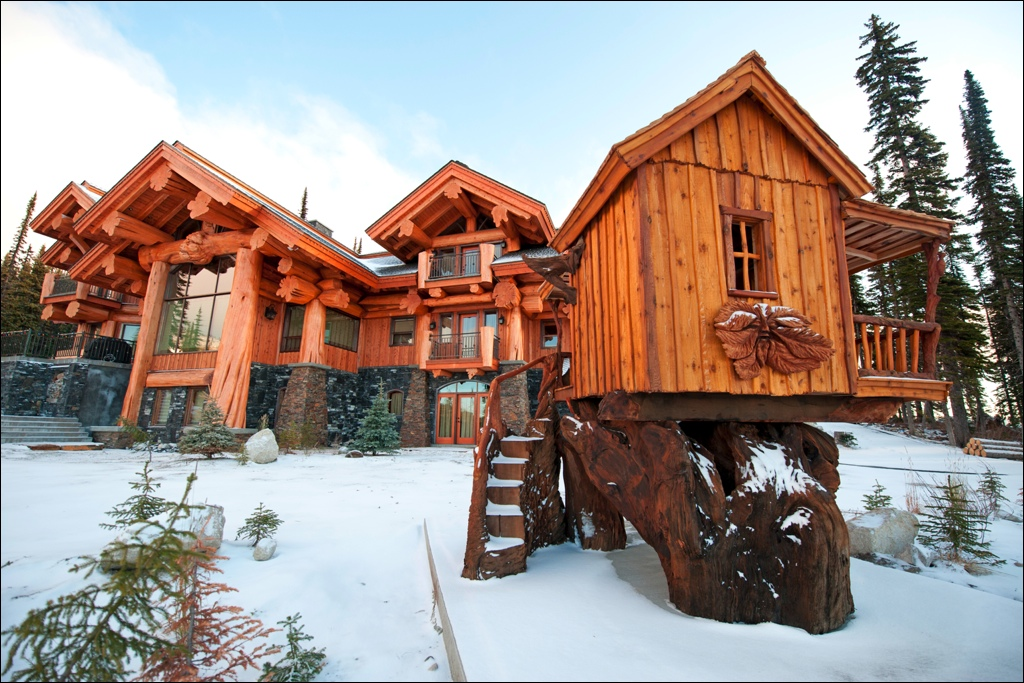 White Spirit Lodge  Fresh snow on October 29  Big White