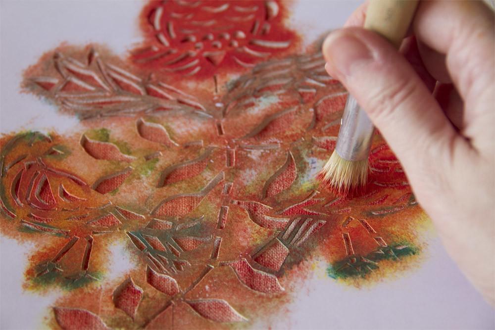 Pintando tecnica estarcido en color naranja  Stencil