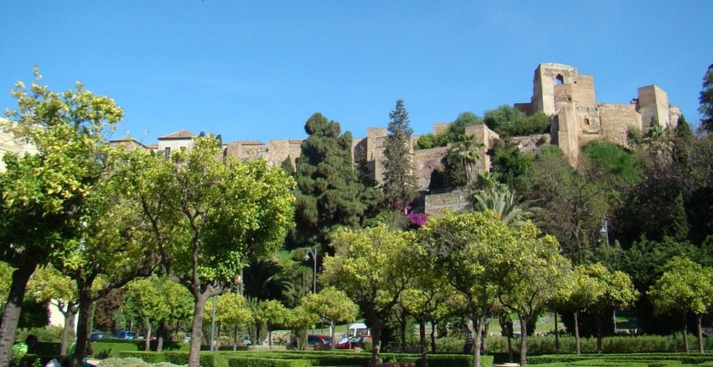 Malaga La Alcazaba y castillo de Gibralfaro 01