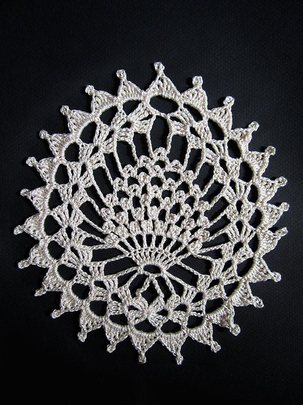 royale framboise  DMC petra 5  crochet 175 mm motif