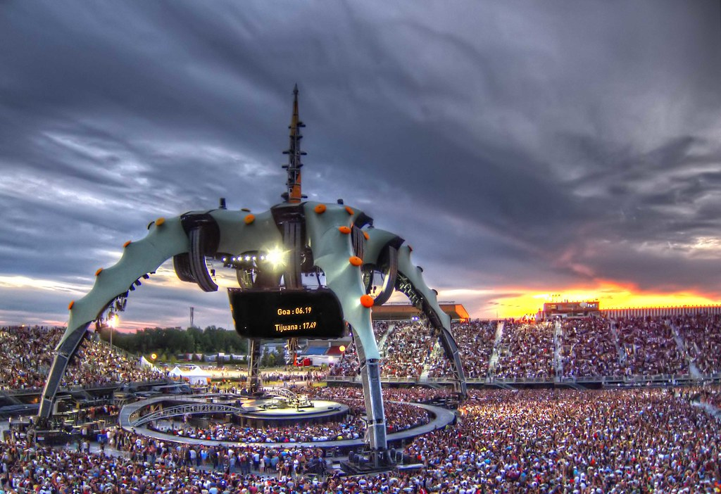 U2 360 Stage  Montreal  July 9th 2011  A handheld HDR