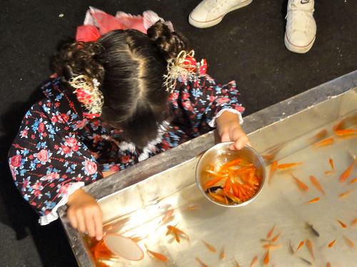 金魚すくい / Goldfish Scooping