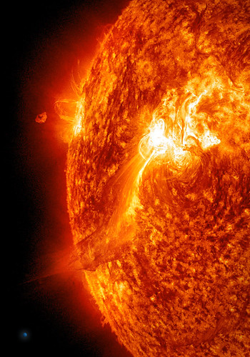 Large Solar Flare on 92511 SDO AIA304  A goodsized