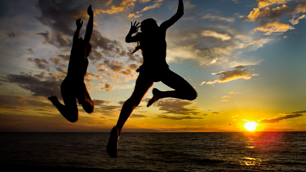 3d Wallpaper Freedom Jump My Daughter And Her Friend Jumping Off A