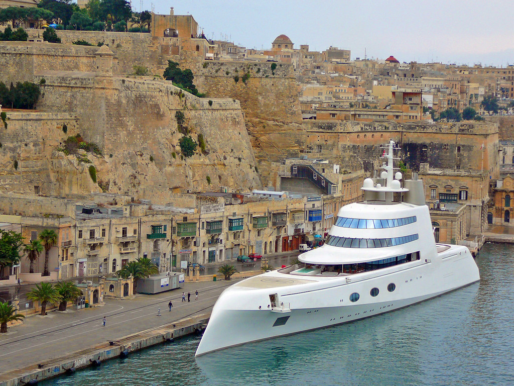 Futuristic Motor Yacht The Futuristic Motor Yacht A