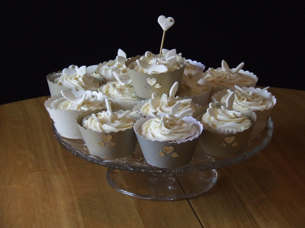 Ivory And Gold Dove Wedding Cupcakes These Were To Made