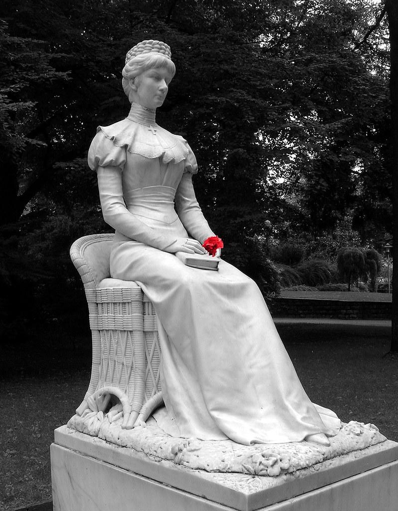 Merano Bolzano  Statua della Principessa Sissi  L