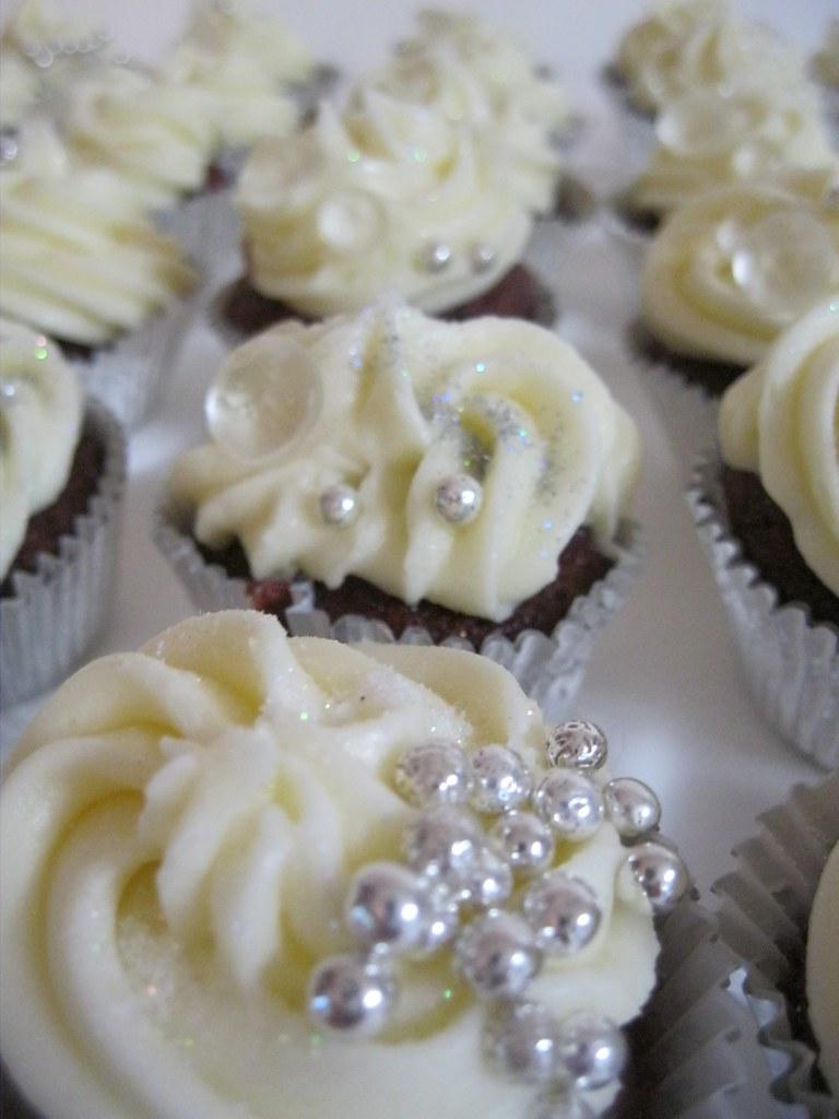 Edible Bling Cupcakesjpg Wwwkatiskupcakescom Flickr