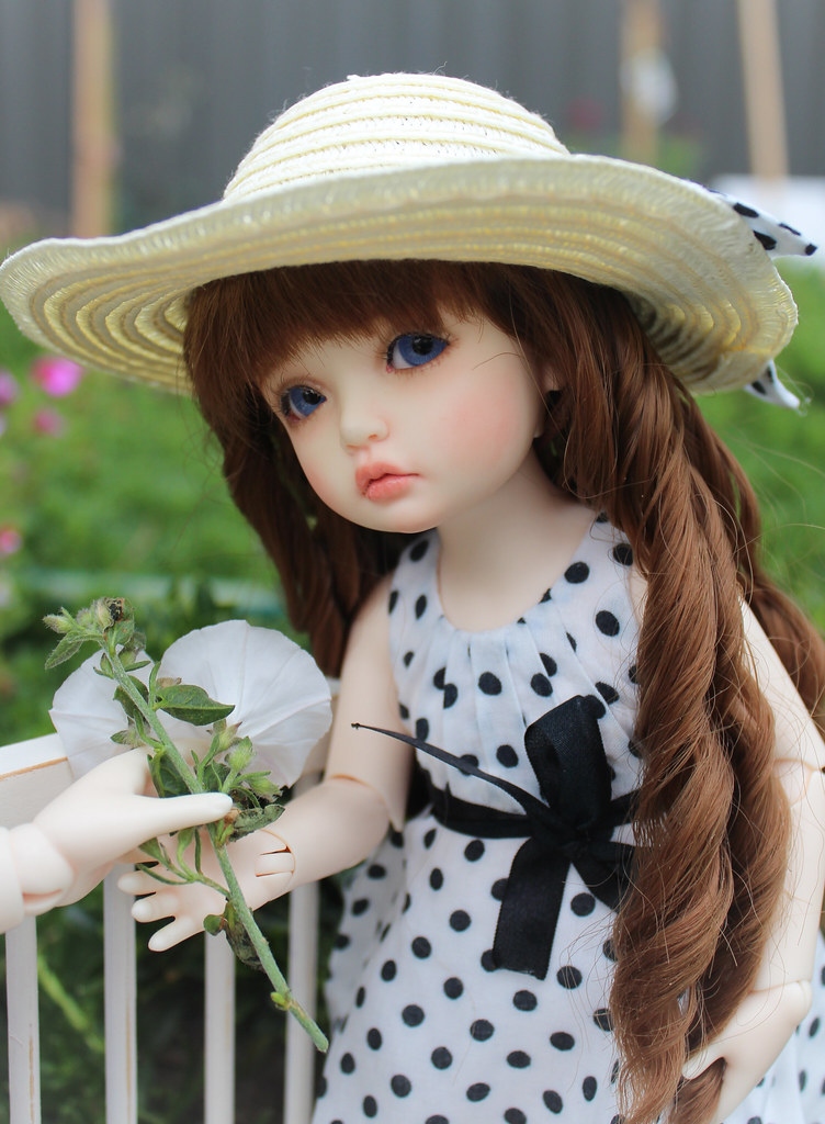 Cute Little Dolls Hd Wallpapers Pretty Hats Two Beautiful Girls Elodie And Jean Marie