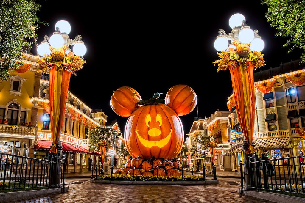Free Fall Pumpkin Desktop Wallpaper Happy Halloween 2011 Happy Halloween From Disneyland I