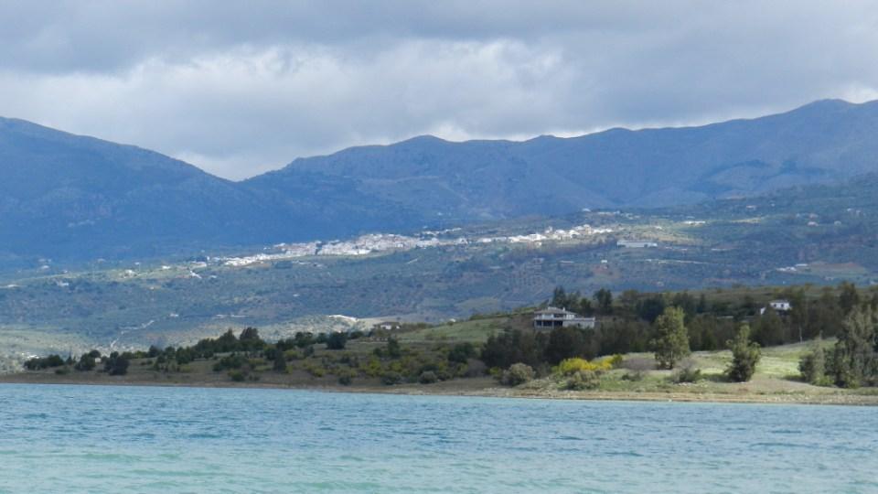 Malaga Periana vista desde el pantano de la Viñuela 05