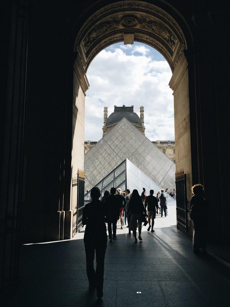 louvre entrance paris