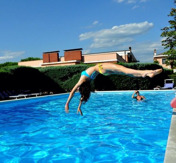 Swimming Pool . Jump Frenci Spaddi