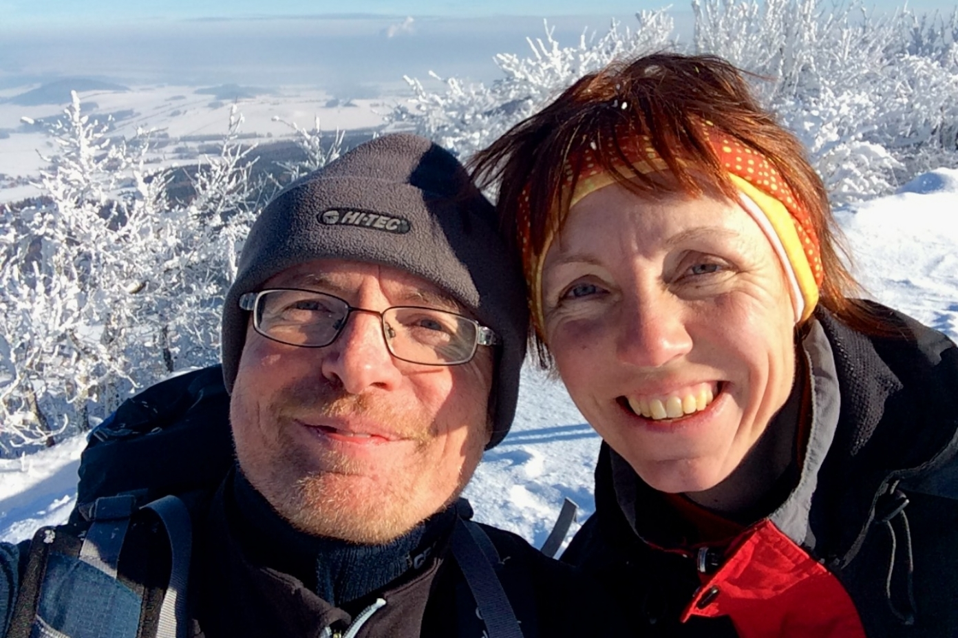 Ája a Máňa na střeše Lužických hor