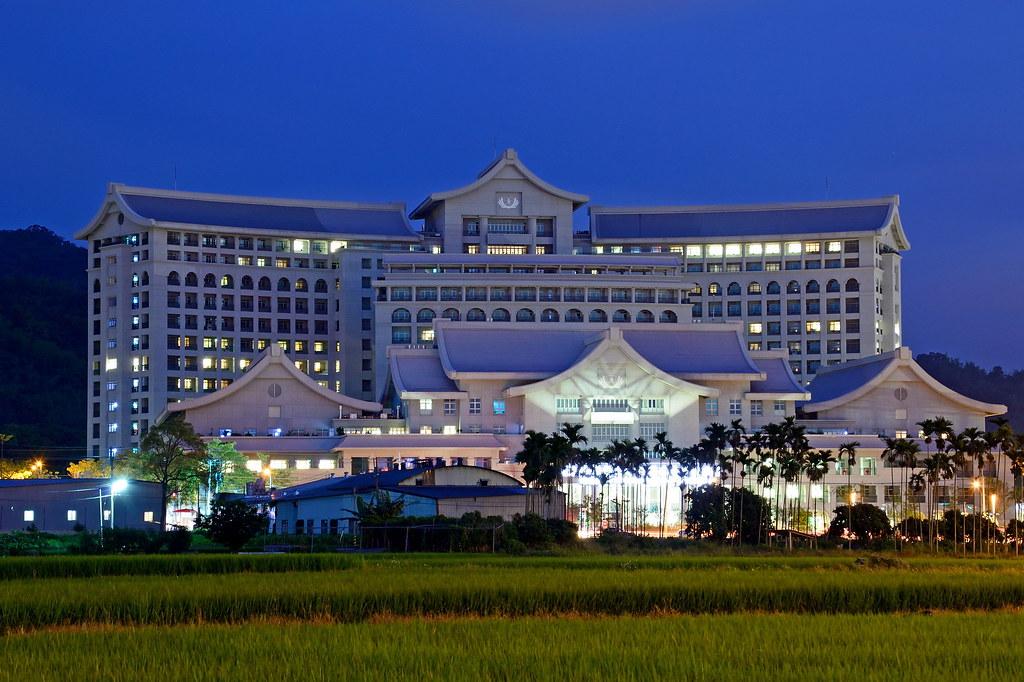 in Taiwan Taichung . 臺灣臺中 . 臺中潭子慈濟醫院~ 夜色 DSC_8762 | 潭子區是位於臺灣… | Flickr
