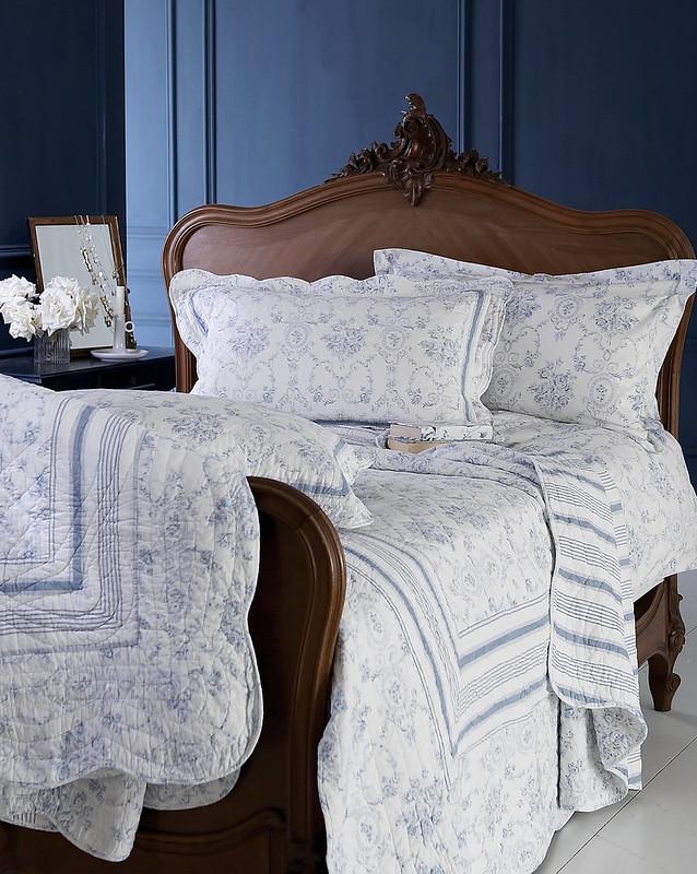 כיסויי המיטה האהובים בדגם טואל צרפתי כחול-לבן חוזרים. להתאהב..