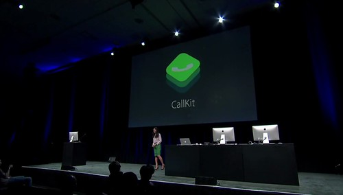 El lanzamiento más importe, pero el menos difundido, fue el del Call Kit, donde la llamada de voz sobre IP. Es procesada como si fuera una llamada del operador, síntoma como Cupuertino ha entendido el futuro inminente.