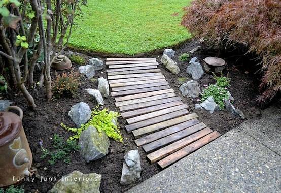 Garden pallet walkway ---