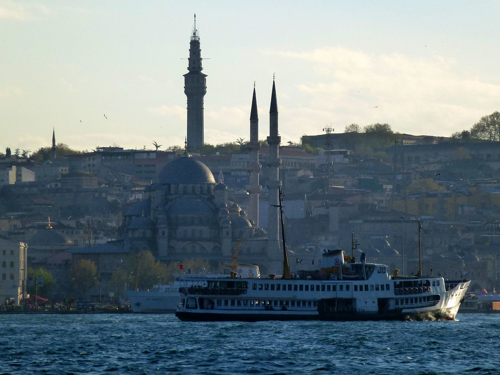 Istanbul - avril 2012 - jour 6 - 142 - Yeni cami depuis le Bosphore