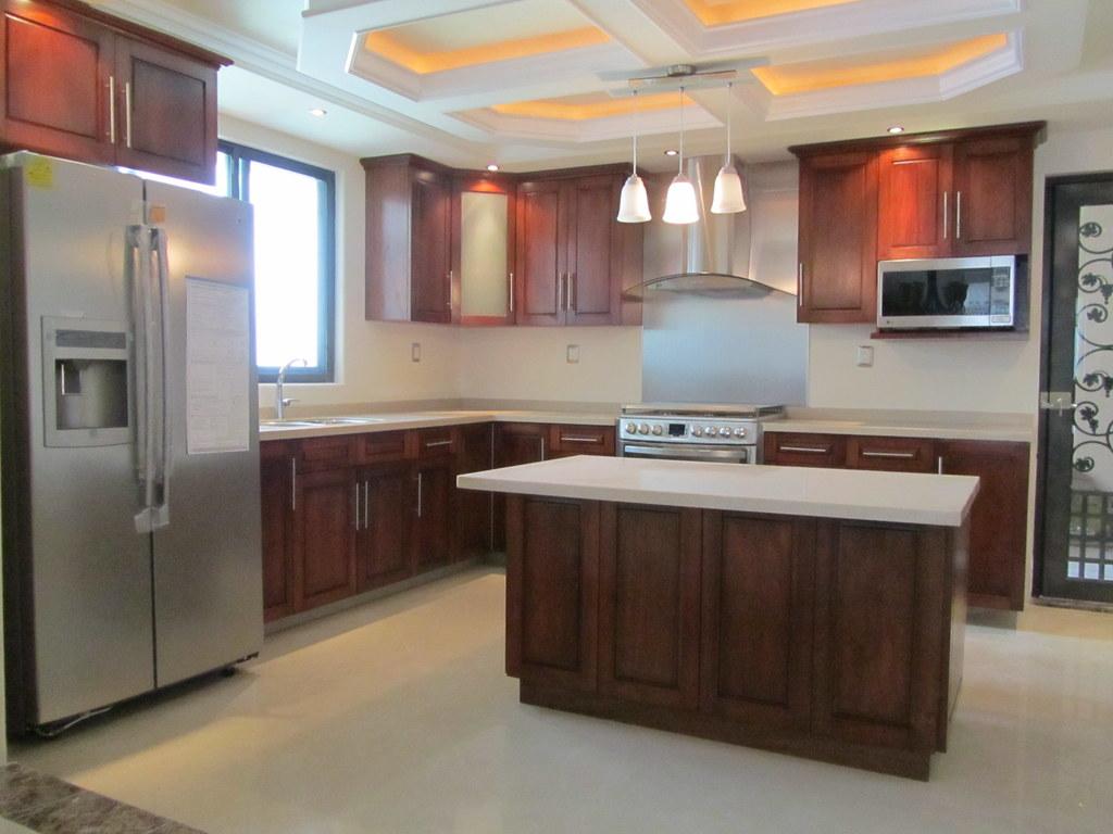 Cocina integral en madera de cedro  JJ Cocinas Integrales