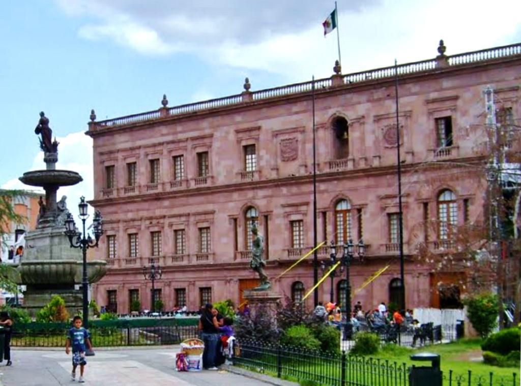 Saltillo Coahuila Plaza de Armas y Palacio de Gobierno