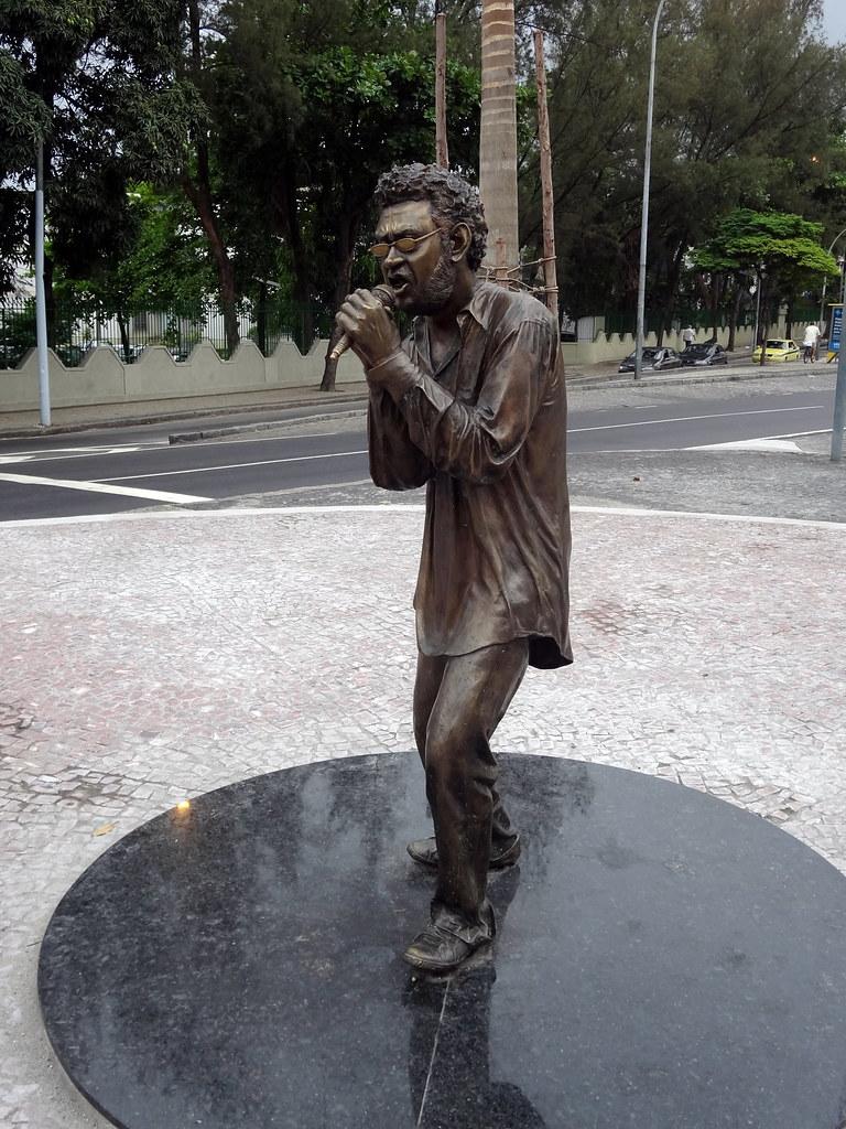 Esttua para Renato Russo na Ilha do Governador Rio de Ja
