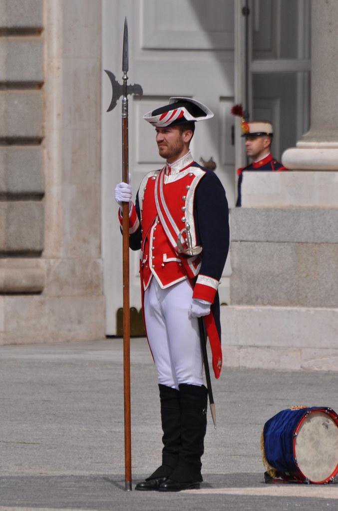 Cambio solemne y relevo de la Guardia Real espaola 0304